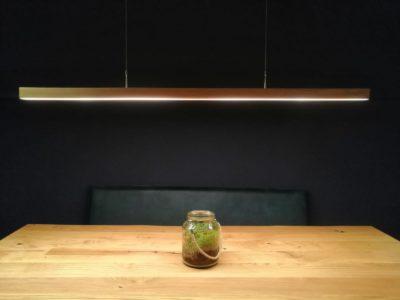 LED Holzlampe XENIA,außergewöhnliches Design, edle Leuchten, dezente Leuchten, exquisite Leuchten, Designerlampe, dezente Lampe, Lampe mit schönem Design, Lampe für Esszimmer, Lampe für Esstisch, Holzlampe, schöne Lampen, Tischlampe, Pendellampe, Hängelampe, Hängeleuchten, Lampe für Essbank, interior Design, Handarbeit, Austria, upcycling lampe