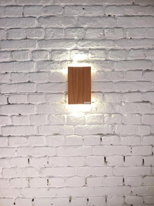 LED Wandleuchte VIO, Wandleuchte aus Eichenholz, Wandlampe aus Eichenholz, LED, Magnethalterung, Schöne Wandleuchten, schöne Wandlampen, interior design, Designer Lampen, Designer Leuchten, Beleuchtung für innen und außen, Stiegenhaus Lampe, Stiegenhaus leuchte, flurleuchte, Gang leuchte, Gang Lampe, indirekte Beleuchtung, indirektes Licht, Lampe für Altbau, Lampe für Neubau, warmes Licht, Handarbeit, Austria, ApollonLUX